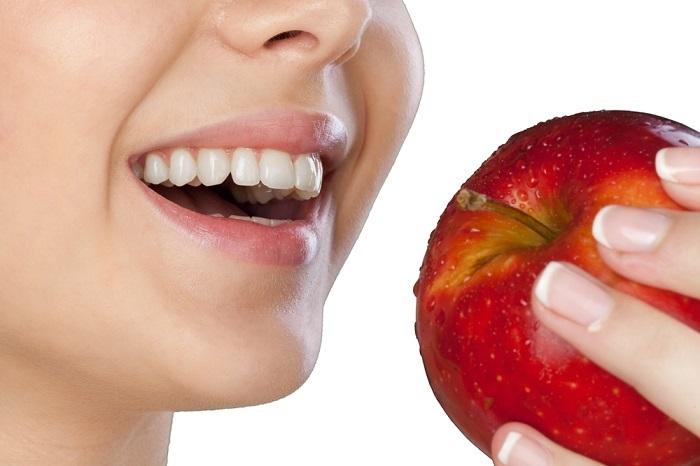 trồng răng cho người già
