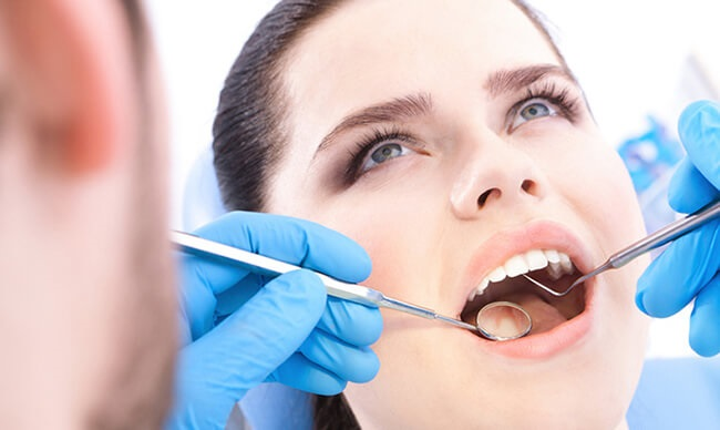 trồng răng cửa mất bao lâu