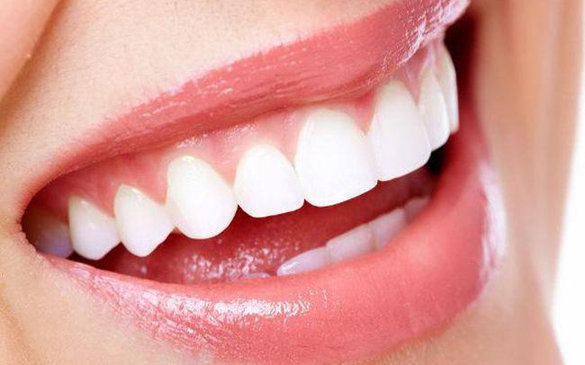trồng răng sứ bị đen chân răng
