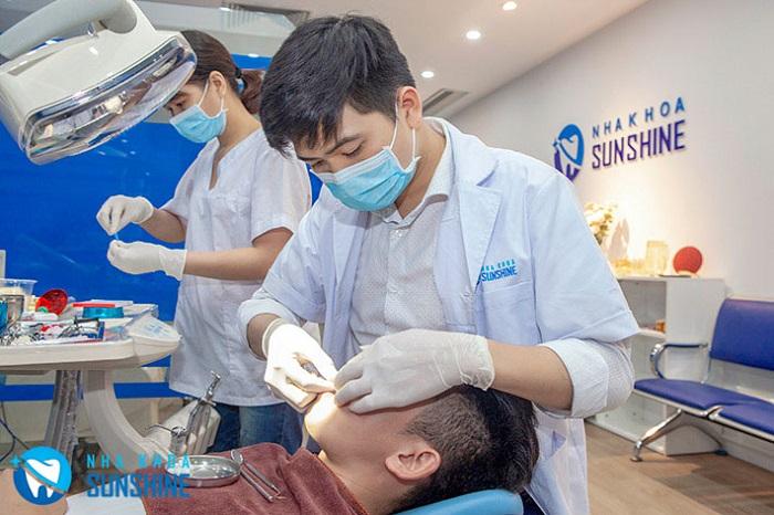 trồng răng sứ bị nhức
