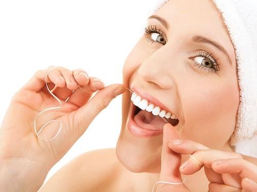 trồng răng sứ có gây hôi miệng