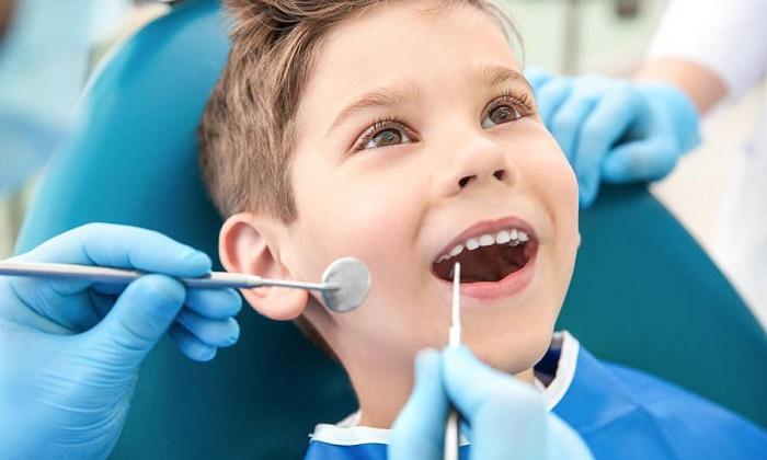 làm răng sứ hay niềng răng