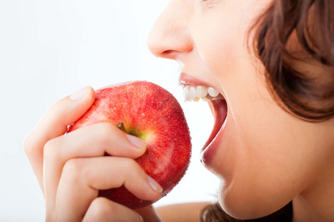 niềng răng không được ăn gì